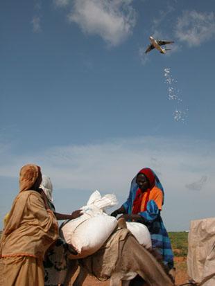 WFP airdrop in Darfur, 2004